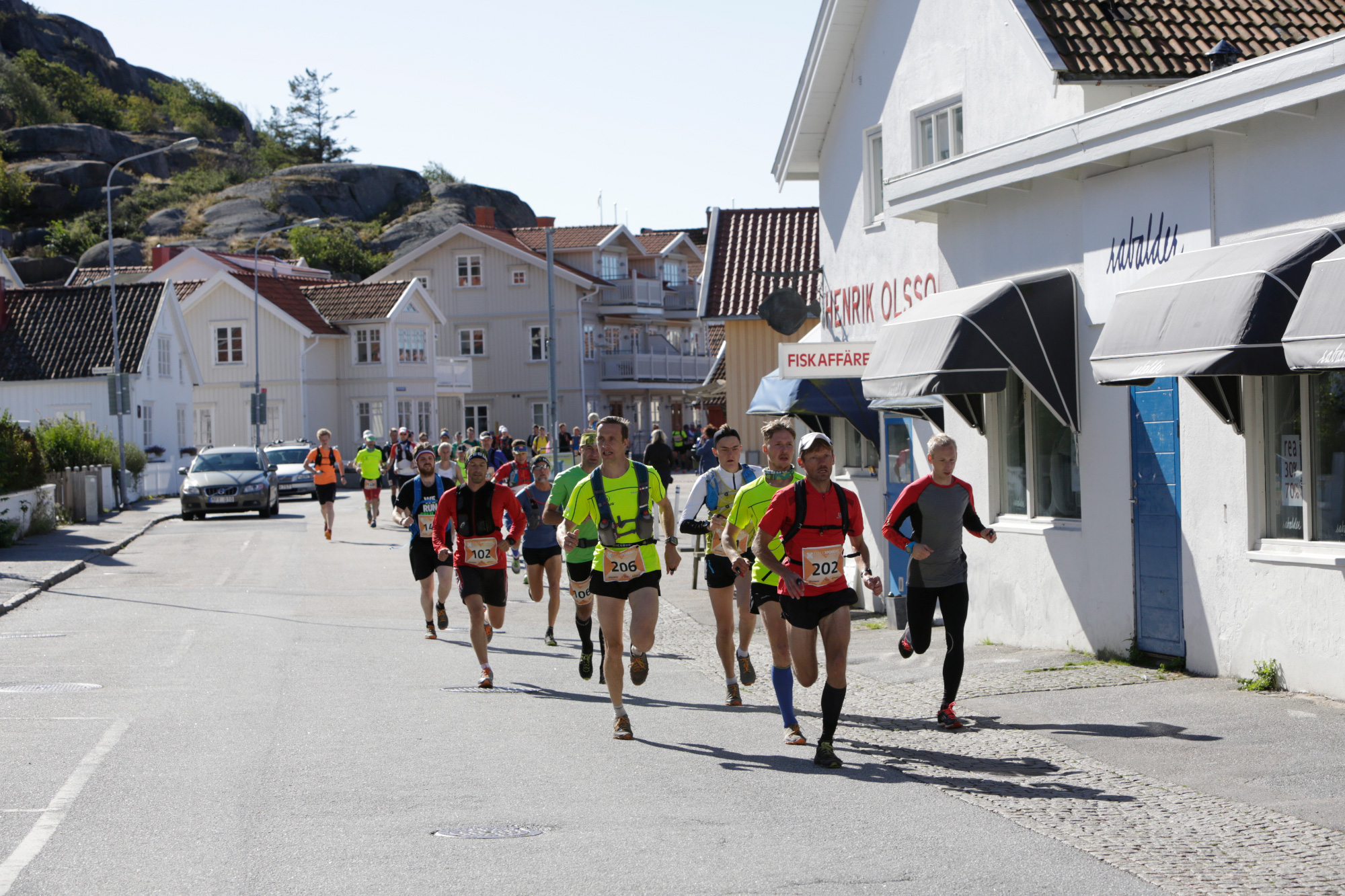 Group of runners going through a town's street on the Icebug Xperience marathon