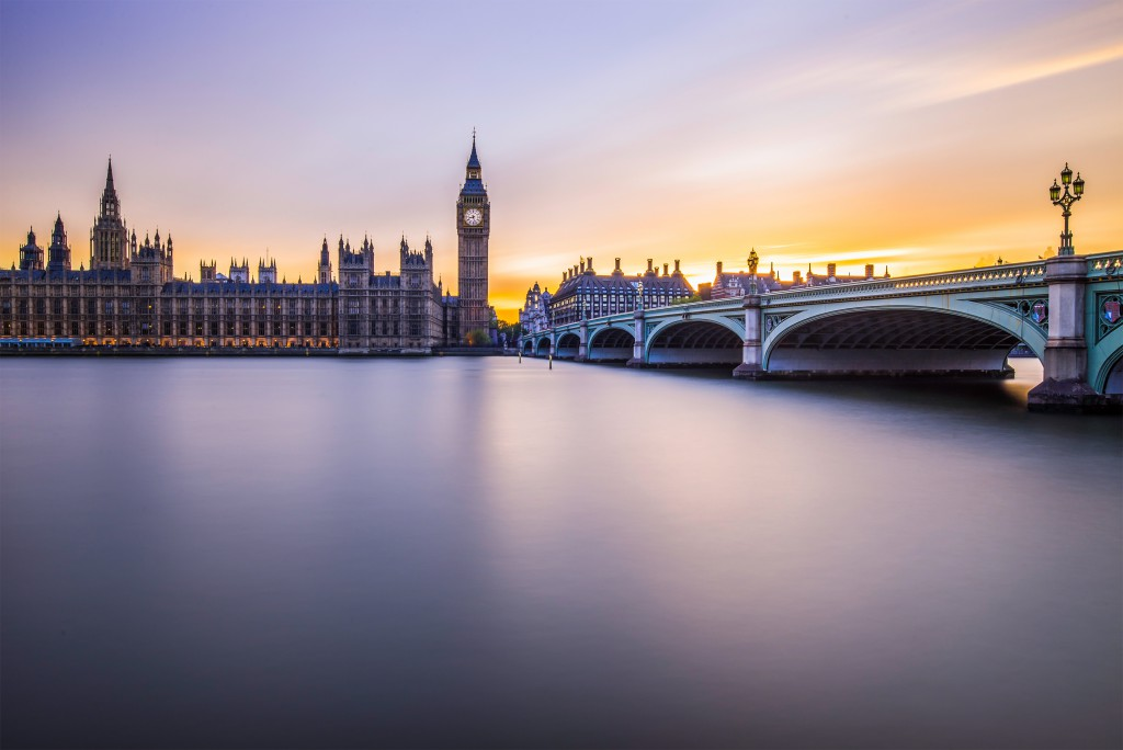Big Ben by the Thames, London. Photo by Thomas Ligart