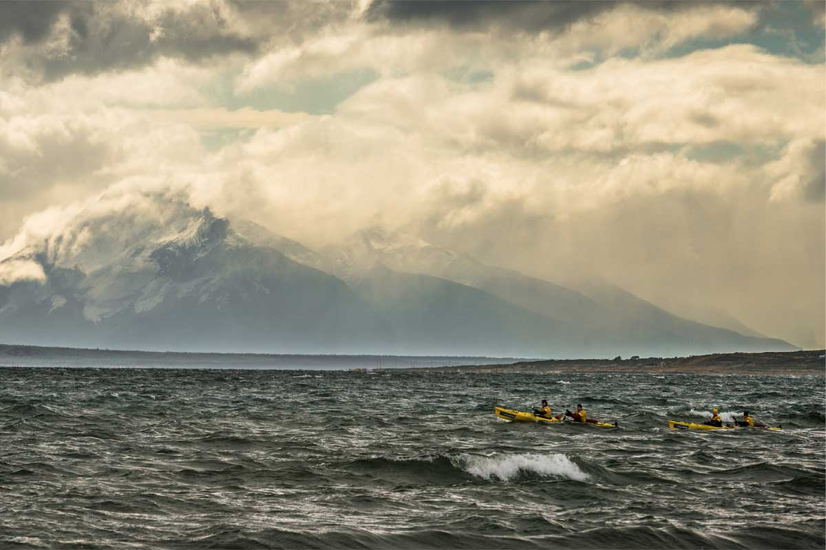 A lone canoe and paddlers in choppy water on the Patagonian Expedition Race