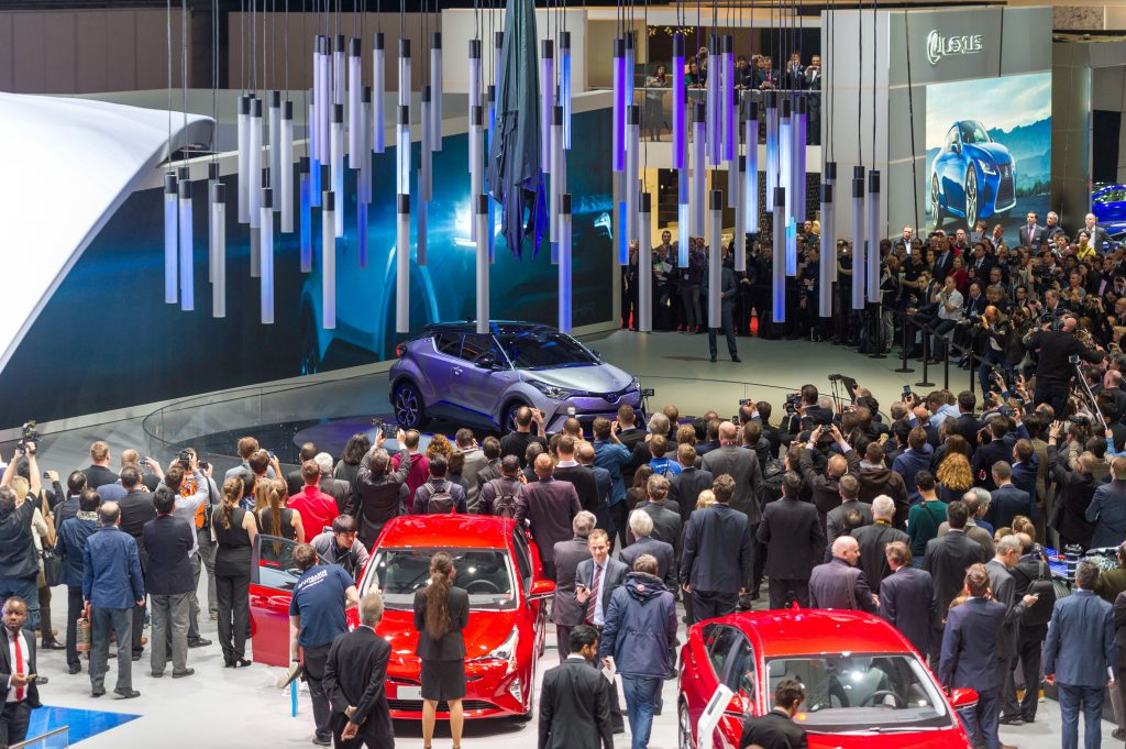 Cars and crowds in the Geneva Convention Centre
