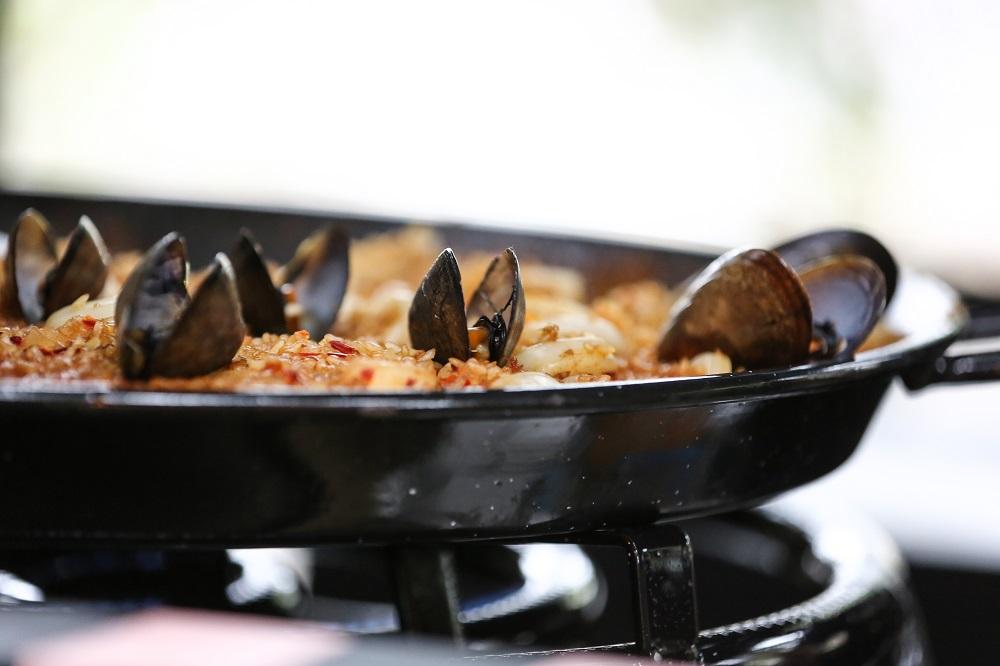 A paella platter