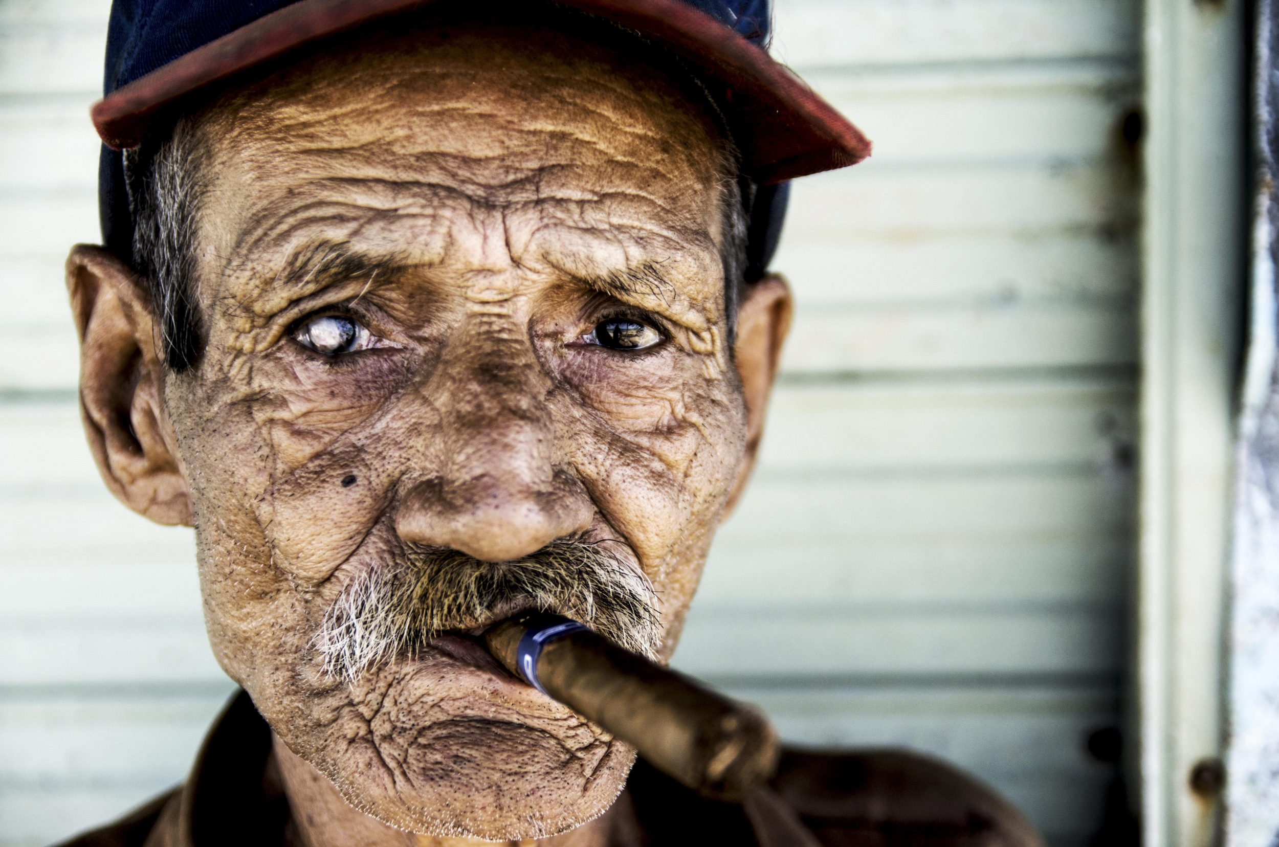 Man with a cigar, Cuba (by Thai Neave, travel photographer)