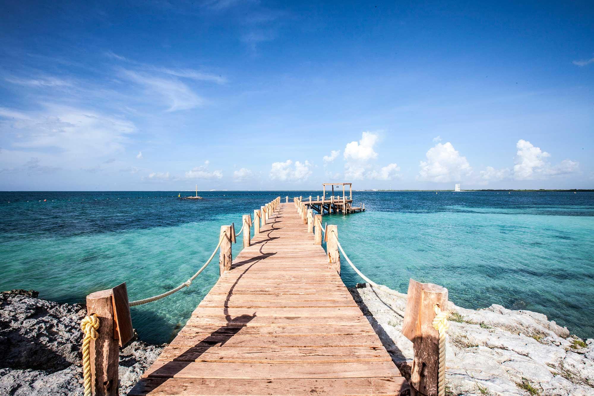 Wooden boardwalk pier extending into the ocean, Nizuc Resort & Spa, Yucatan, Mexico