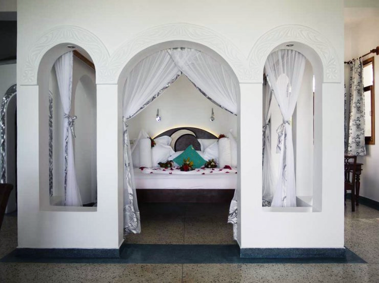 Looking into an Arabian-style room through archways, Villa Kidosho, Boutique Hotel Matlai, Zanzibar.
