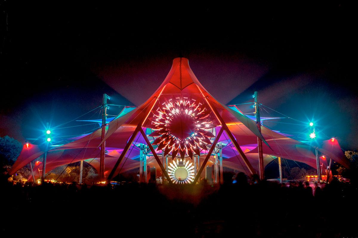 boom-lighted-tent-jakobkolar