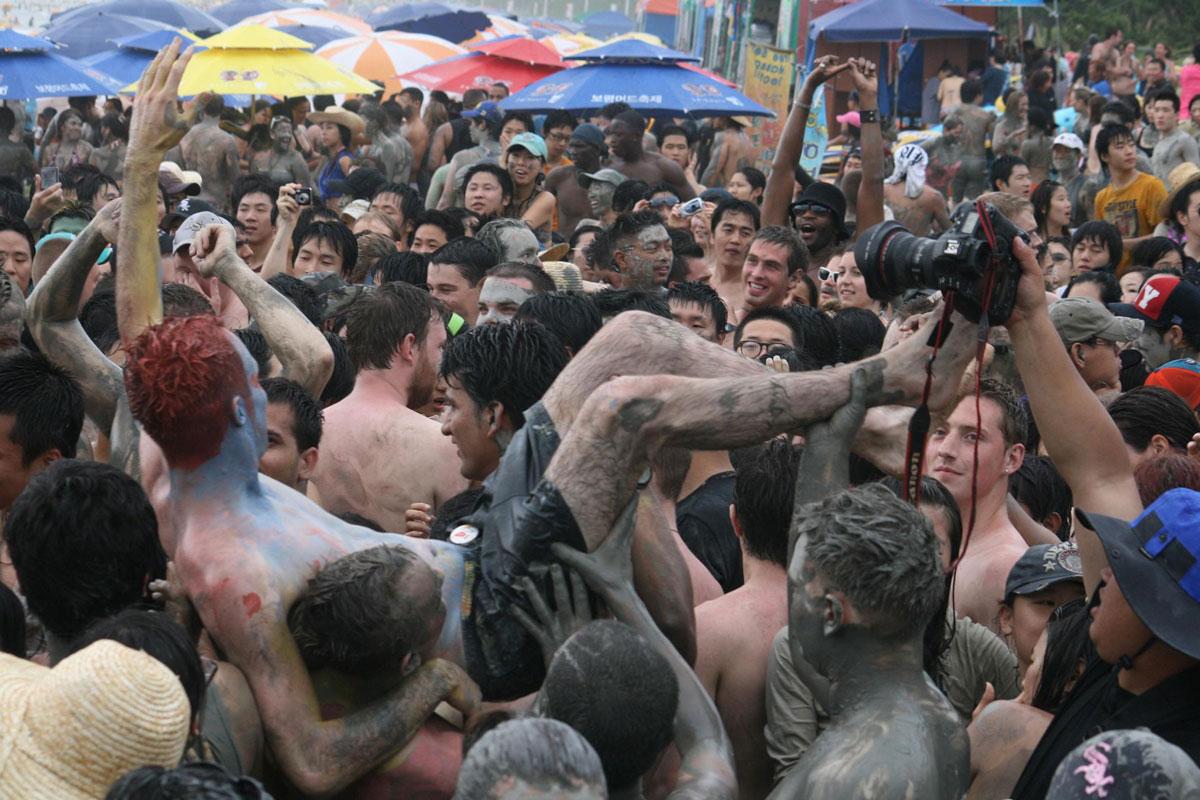 boryeoung-crowd-unbrellas-shawnperez