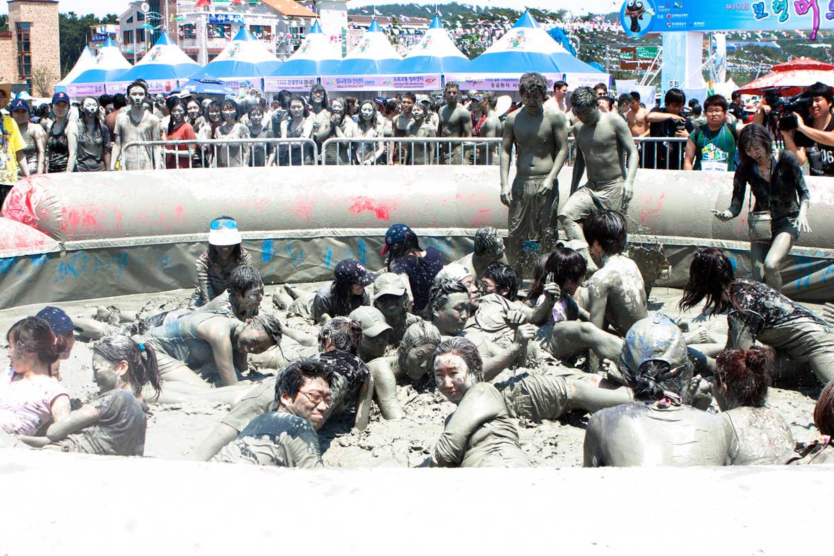 Crowd in a pool of mud at Boryeoung Mud Festival, Korea