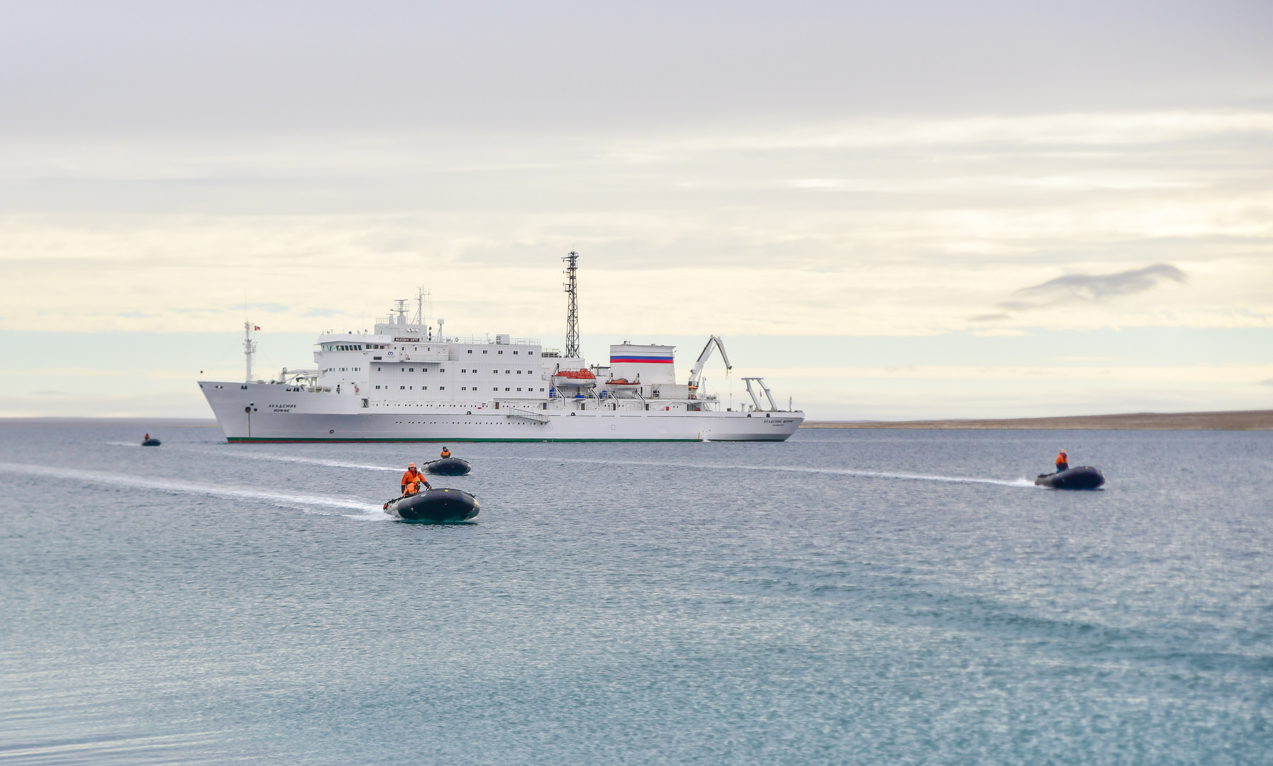 arctic-cruise-ship-nickwalton-5585