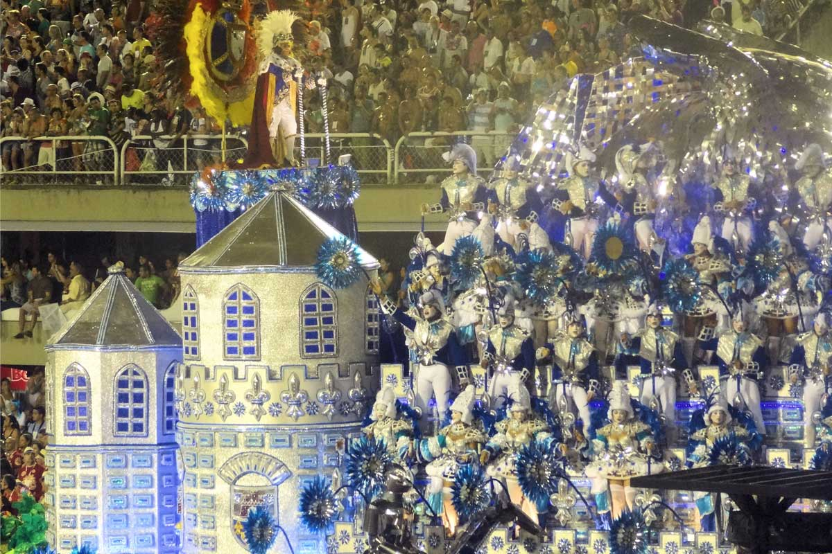 Float of a castle and soldiers in helmets going past the crowd in the Rio carnival
