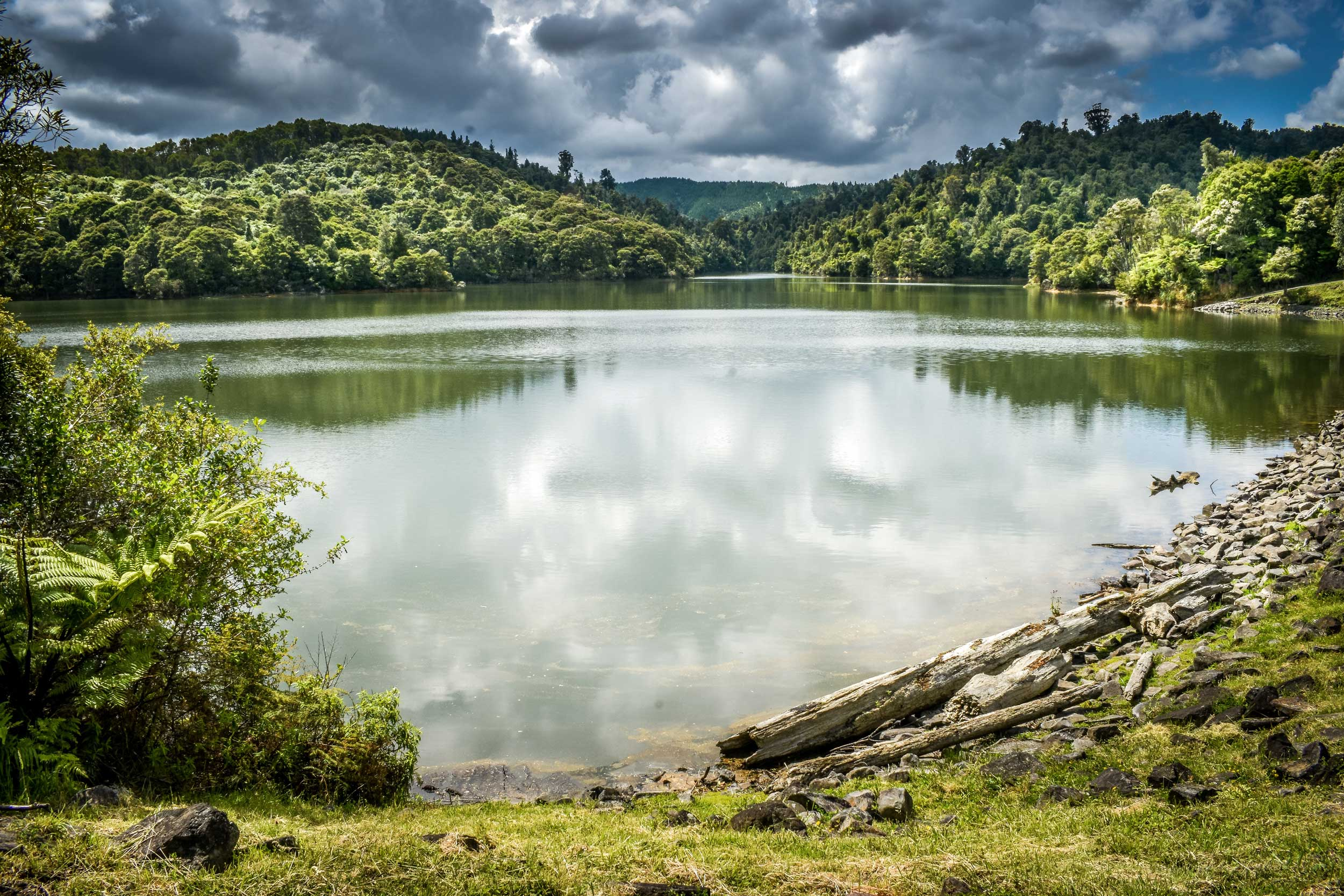 Tranquil lake set in green mountains, Hunua, Auckland